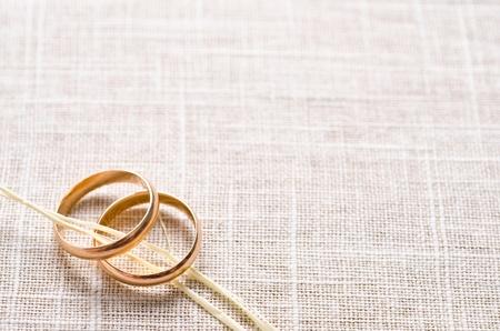 Los anillos de boda Foto de archivo - 37881853