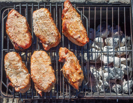 간접 2 구이 굽는 방법으로 조리 된 돼지 고기 볶음