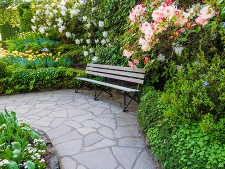 庭のベンチ 写真素材 - 75479242