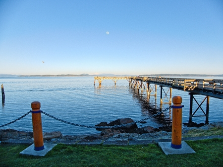 Seaside view with fishing pier in in Sidney, Vancouver Island, BC Canada Stok Fotoğraf