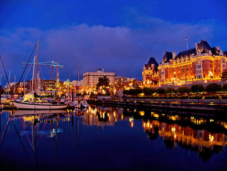 Inner Harbor in Victoria BC, Vancouver Island, Canada,decorated with festive lights during Christmas time Stockfoto