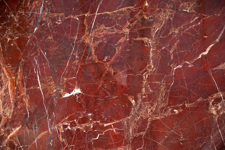 Red marble onyx texture with brown and white stripes and cracks Foto de archivo