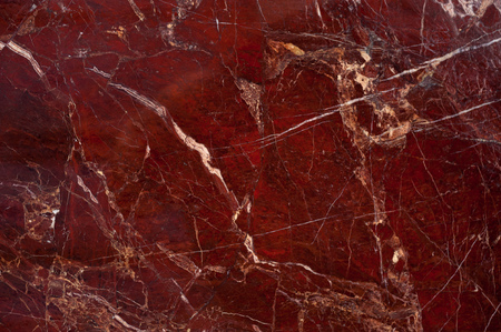 Red marble onyx texture with brown and white stripes and cracks Imagens