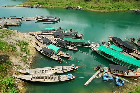 Many ships in the river.