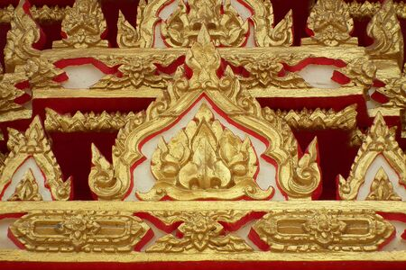 Comment on this door, in the temples of Thailand