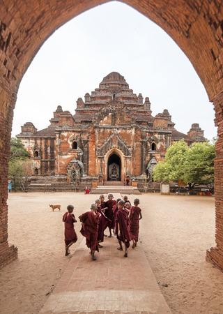 Group of Novice Monks happily entering Dhammayangyi Temple for morning prayers, Bagan, Myanmar Editöryel