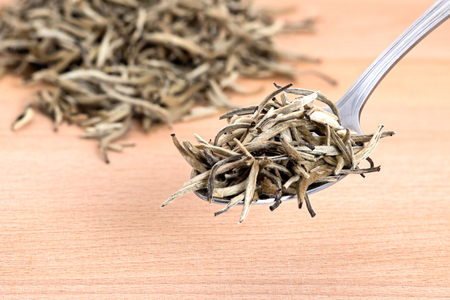 Organic white needle tea on wooden cutting board background Zdjęcie Seryjne