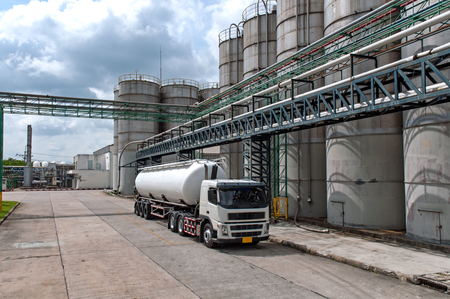 Truck, Tanker Chemical Delivery in Petrochemical Plant in Asia Редакционное