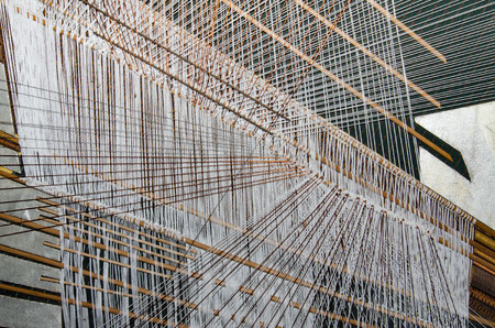 Traditional Thai silk hand weaving process Banque d'images