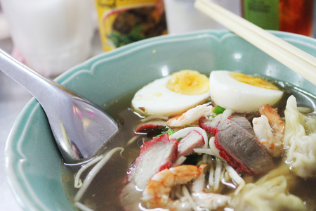 mee pok: bowl of  noodle with dumpling, red pork, shrimp, boiled egg and vegetables Stock Photo
