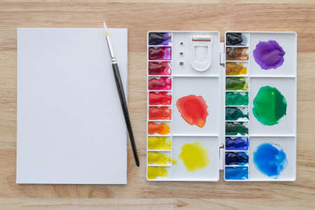 Watercolor paints set with white paper. Bright multicolored aquarelle paints for art background. Stockfoto