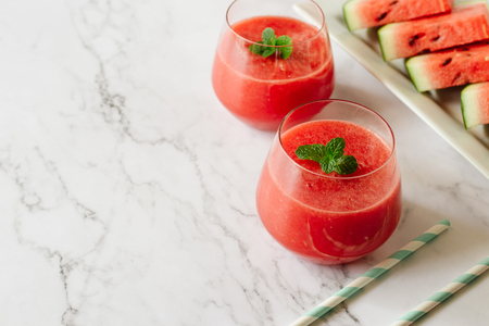 Watermelon drink in glasses with mint. Summer drink concept. Stockfoto