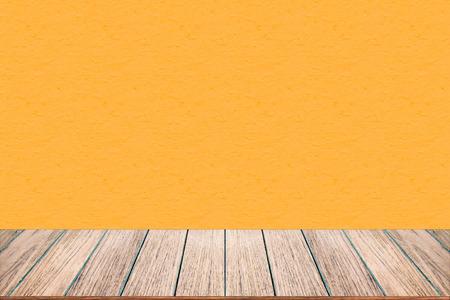 Immagini Stock - Piano Tavolo In Legno Vuoto Su Sfondo Di Colore ...