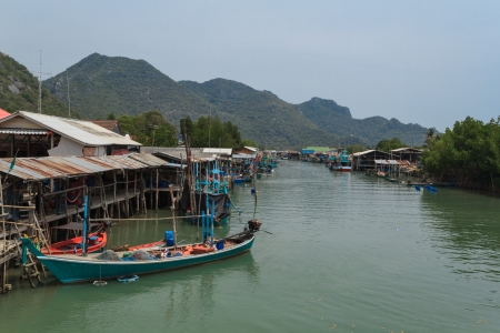 brackish water: Waterfront home  of  fisherman  and farming shellfish in brackish water in Thailand
