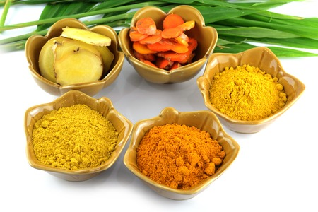 peppery: Turmeric roots and powder  Stock Photo