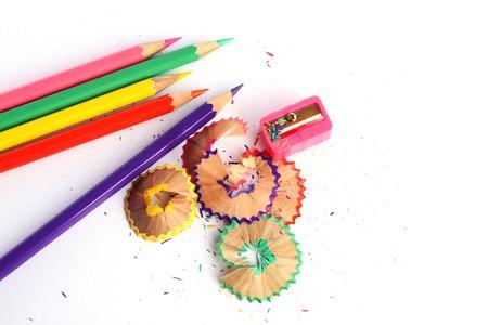 sacapuntas: l�pices de colores y un sacapuntas Foto de archivo