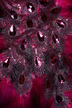 goldy: rosso gioiello gioiello sul vestito di pelliccia Archivio Fotografico