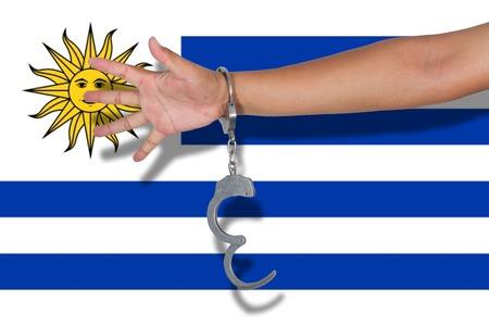 bandera de uruguay: esposas con la mano en la bandera de Uruguay Foto de archivo
