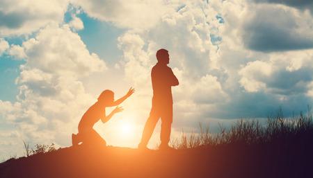 Silhouet van het paar het breken van een relatie