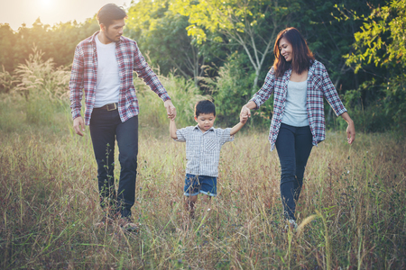 Happy young family spending time together outside in green nature park. Family love concept. Imagens - 77501047