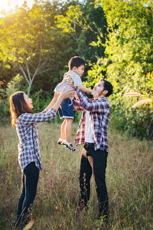 Happy young family spending time together outside in green nature park. Family love concept. Imagens - 77501063