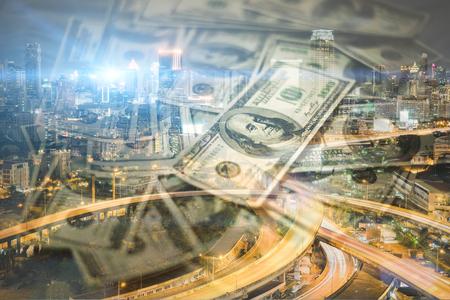 都市の景観でお金の二重露光には、建物の背景がぼやけています。 写真素材