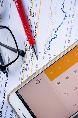 financiële verklaring lees en controleer het nummer voor analyse