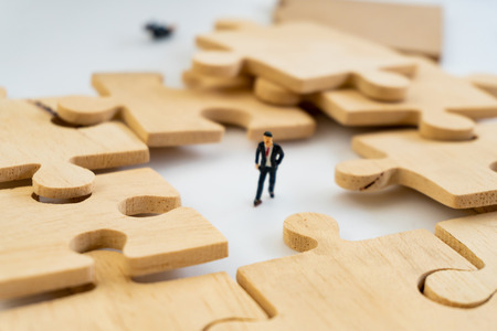 businessman concept sit on the jigsaw puzzle meaning of key success Banque d'images