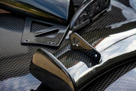 Producto compuesto de fibra de carbono para deportes de motor y carreras de automoción.