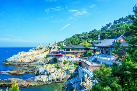 Haedong Yonggungsa Temple and Haeundae Sea in Busan, South Korea. Zdjęcie Seryjne