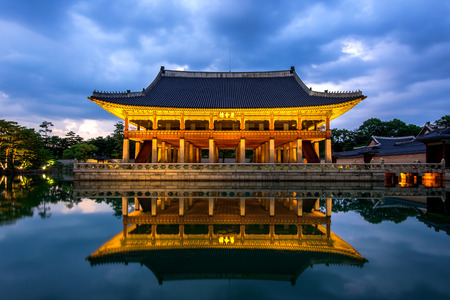 Gyeongbokgung Palace at night in seoul,Korea. Publikacyjne