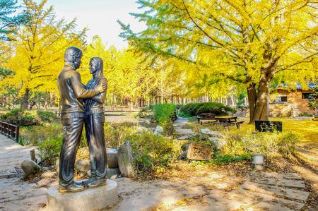 Beroemde Standbeeld in de herfst van Nami Island, Zuid-Korea