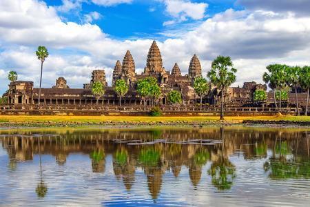 カンボジアのアンコール ワット寺院、シェムリ アップを得る。