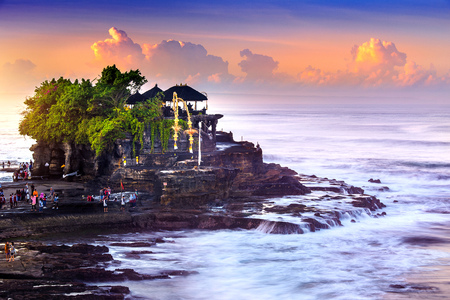 Tanah Lot Temple in Bali Island Indonesia. Imagens - 78334738