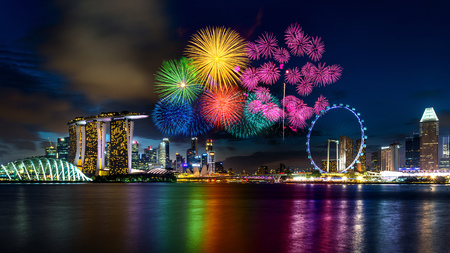 Firework display in Singapore. 版權商用圖片 - 82502954