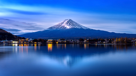 Fuji mountain and Kawaguchiko lake in morning, Autumn seasons Fuji mountain at yamanachi in Japan. Banco de Imagens - 91876214