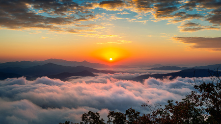 Beautiful sunrise at mountains is covered by morning fog in Seoul,Korea. Banco de Imagens
