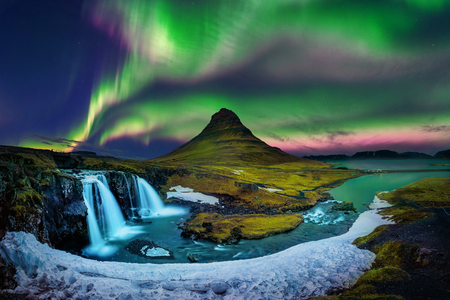 Northern Light, Aurora borealis at Kirkjufell in Iceland. Kirkjufell mountains in winter. Banco de Imagens