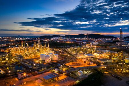 Aerial view of Oil refinery at twilight. Stock fotó - 132031877