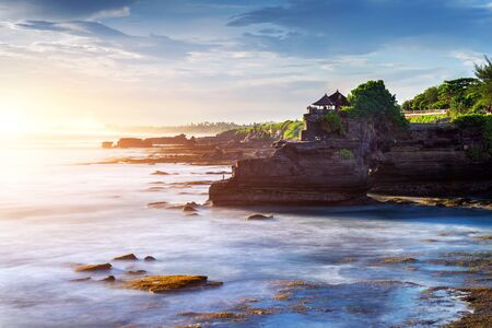 Tanah Lot Temple in Bali Island, Indonesia. 免版税图像