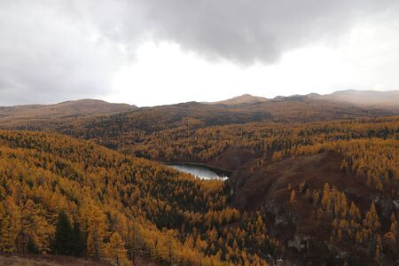 The autumn landscape in Altai mountains - Uchkel Lake on the Ulagan Plateau, Altai Republic, Russia 版權商用圖片