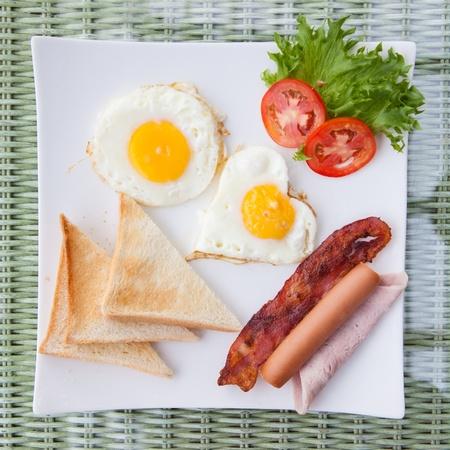uova e pancetta piatto prima colazione
