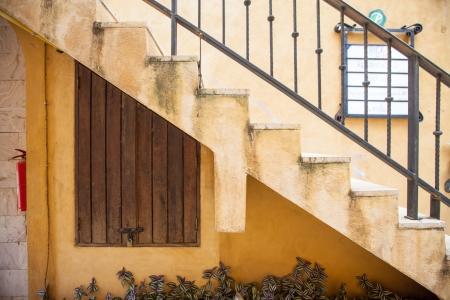 A parete con scale