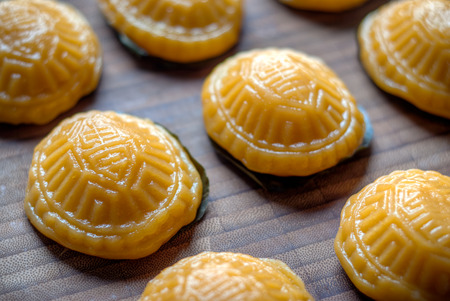 tortuga: tortuga amarilla glutinoso cocido al vapor Koo torta ang Foto de archivo