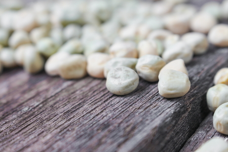 snap bean: Blur blurred dry sugar pea seed, green nuts on the wood,  for background