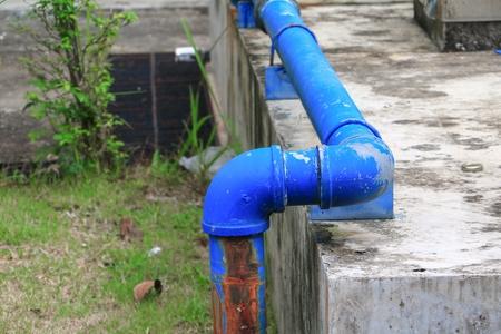 plumbing tube and water leak, steel rust industrial old tap pipe 版權商用圖片