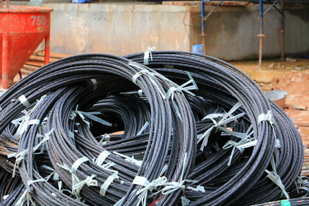 wire rod or coil - sling in a construction site on the ground select focus with shallow depth of field. Foto de archivo