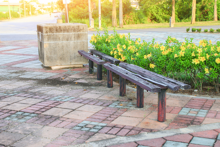 wooden chair old in the  public park 版權商用圖片