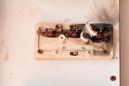 circuit breaker old at burn danger