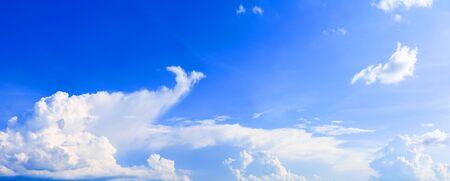 panorama ciel et nuage heure d'été beau fond Banque d'images
